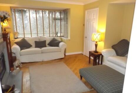 Bachelor Drive, Harrogate. 3 bedroom house