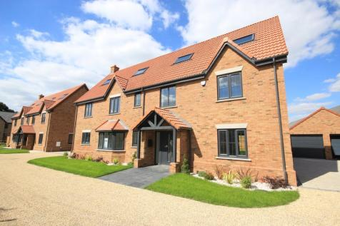 Hayfields, Greenfield Road, Flitton, MK45. 6 bedroom detached house for sale