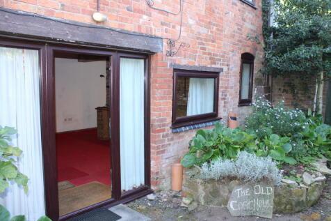 Chapel Street, Wellesbourne. 2 bedroom house