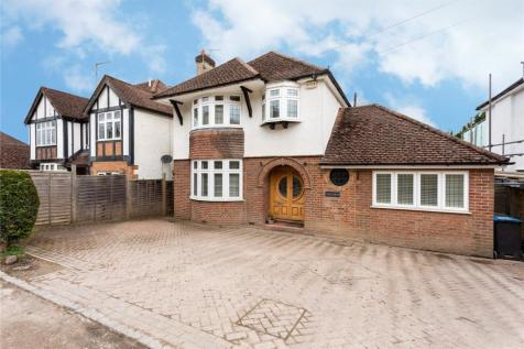 Chilterns, Roughdown Villas Road, Hemel Hempstead, Hertfordshire, HP3. 4 bedroom detached house