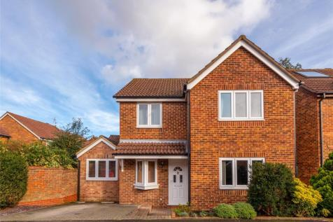 Budgen Drive, Redhill, RH1. 4 bedroom detached house for sale