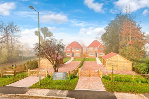Dovers Green Road, Reigate, Surrey, RH2. 5 bedroom detached house for sale