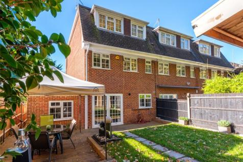 Palmer Close, Redhill, Surrey, RH1. 4 bedroom end of terrace house for sale