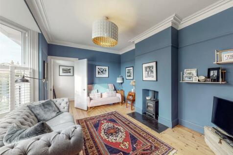 Nutley Lane, Reigate, RH2. 3 bedroom semi-detached house for sale
