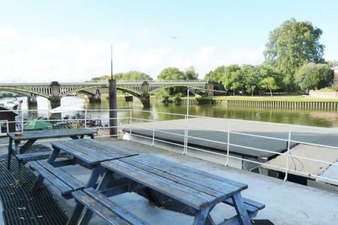 Ducks Walk, Richmond, London, TW1 2DD. House boat