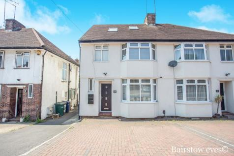 Selbourne Gardens, Hendon, NW4. 3 bedroom apartment