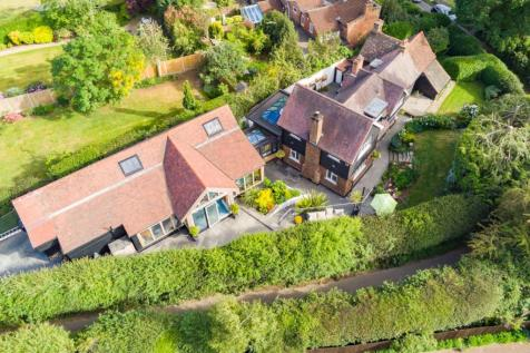 York Hill, Loughton, Essex, IG10. 4 bedroom detached house for sale