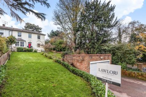 High Road, Loughton, Essex, IG10. 4 bedroom semi-detached house for sale