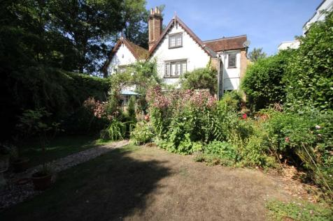 PRIVATELY SITUATED 4 BED DETACHED GRADE II LISTED CHARACTER PROPERTY. 4 bedroom house