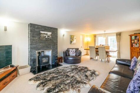 VILLAGE LOCATION CLOSE TO BERKHAMSTED & BOXMOOR. 3 bedroom semi-detached house