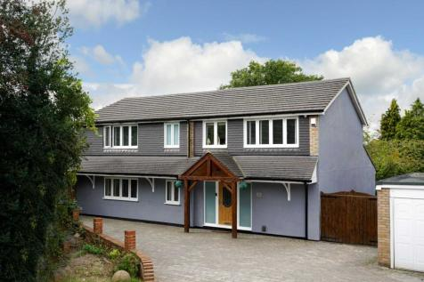 Berrymead, OVER 3100 SQ FT with DETACHED ANNEX. 6 bedroom detached house