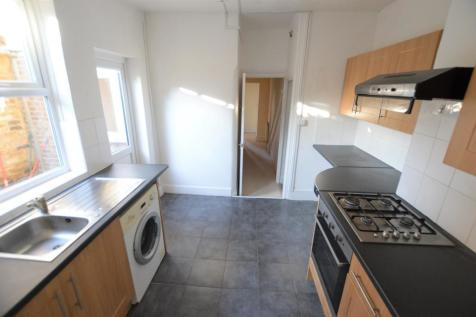 Mackenzie Road, Beckenham. 1 bedroom ground floor flat