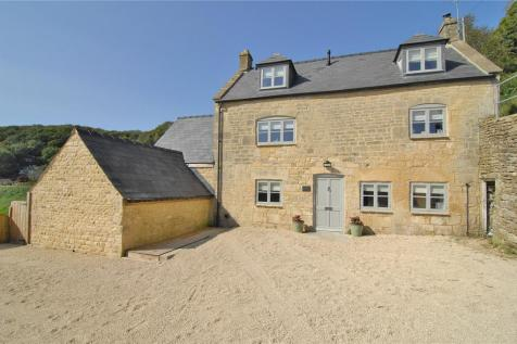 Lower Street, Ruscombe, Stroud, Gloucestershire, GL6. 4 bedroom detached house