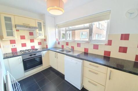 Studley Road, London SW4. 2 bedroom flat