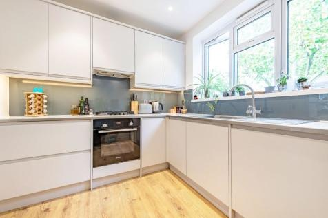 Wyvil Road, London SW8. 2 bedroom flat
