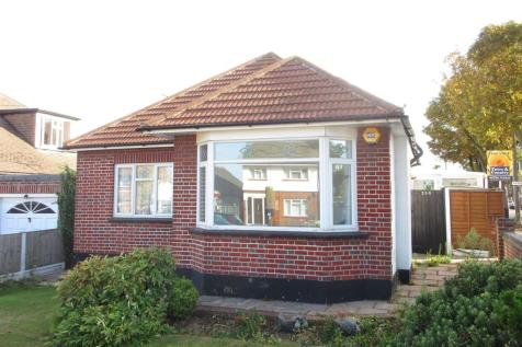 Westbourne Grove, Westcliff-On-Sea. 2 bedroom detached bungalow