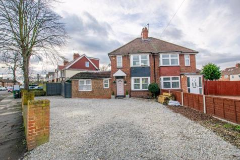 Charlton Park Lane, Charlton. 4 bedroom semi-detached house for sale