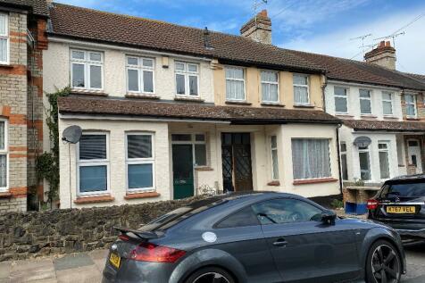 Fleetwood Avenue, Westcliff-On-Sea, Essex, SS0. 3 bedroom terraced house