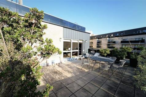 Hansel Road - Duplex Apartment with Private Roof Terrace. 2 bedroom flat