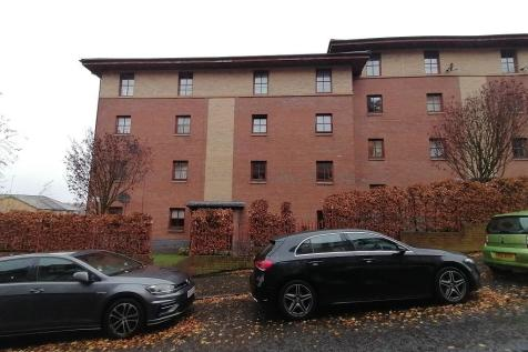 Oban Drive, North Kelvinside. 2 bedroom flat