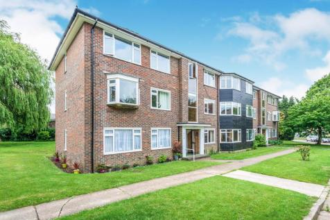 Hurst Court, Horsham. 2 bedroom flat