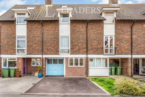 Bedford Road, Horsham. 4 bedroom terraced house