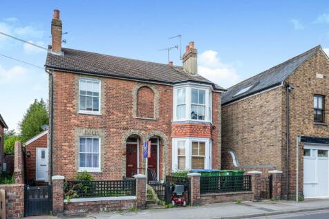 Denne Road, Horsham. 1 bedroom flat