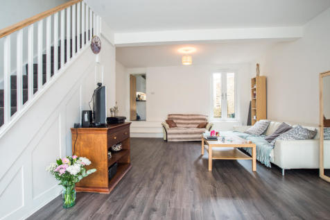 Lower Road, Sutton. 3 bedroom end of terrace house