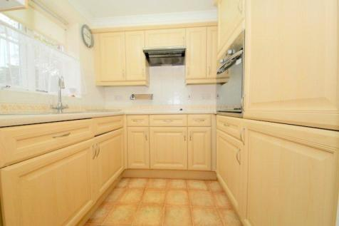 OVER 60S ONLY. Green Lanes, London, N21. 2 bedroom apartment