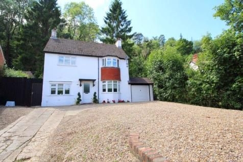 STAFFORD ROAD, CATERHAM VALLEY. 3 bedroom detached house