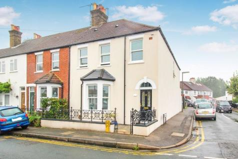 SPENCER ROAD, CATERHAM ON THE HILL. 4 bedroom end of terrace house