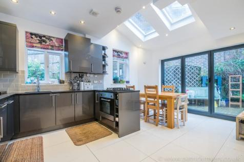 Woodcombe Crescent, Forest Hill, London, SE23. 4 bedroom semi-detached house