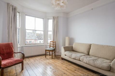 Bushey Hill Road, Camberwell, London, SE5. 2 bedroom flat