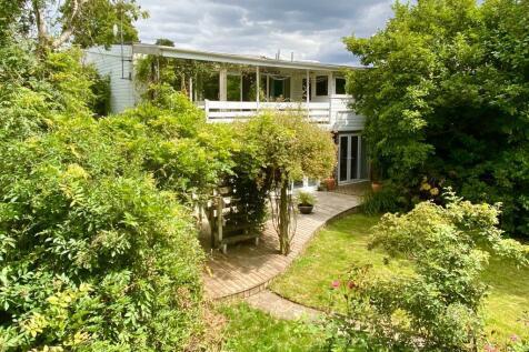 Hemel Hempstead, Hertfordshire, HP1. 6 bedroom semi-detached house