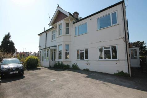 Flat 4 Ravenscourt, 80 Southbourne Road , Southbourne. 3 bedroom flat