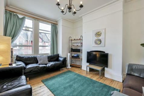 Collingbourne Road, Shepherds Bush. 3 bedroom flat