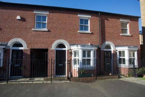 Cazaneuve Street, Rochester. 3 bedroom terraced house