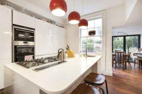 Offord Road, London, N1. 2 bedroom maisonette for sale