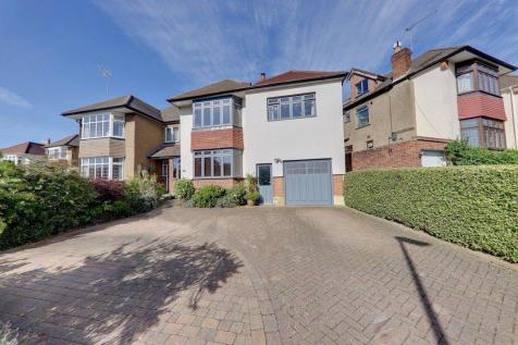 Chiltern Way, Woodford Green, IG8. 5 bedroom semi-detached house