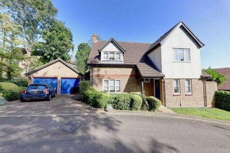 Salcombe Park, Loughton, IG10. 4 bedroom detached house for sale