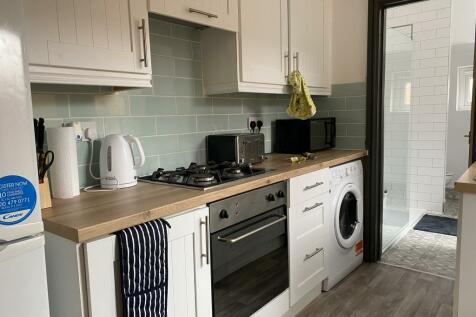 88 Kirkby Street, Lincoln, LN5 7TT. 4 bedroom end of terrace house
