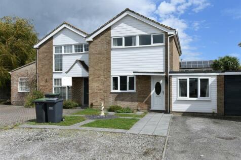 Sidlesham Close, Hayling Island. 4 bedroom house