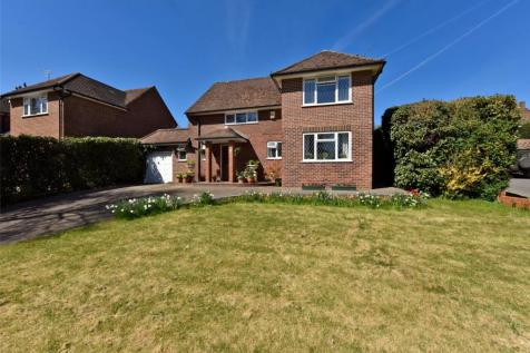 Henley Road, Marlow, Buckinghamshire, SL7. 4 bedroom detached house