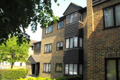 Walton On Thames. 2 bedroom ground floor flat