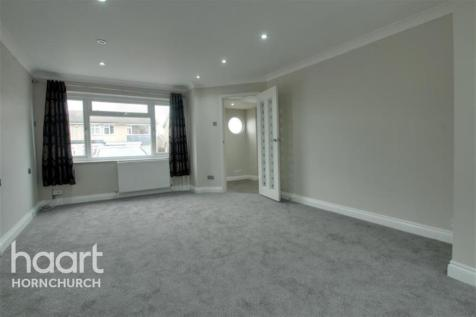 Carfax Road, Hornchurch, RM12. 4 bedroom end of terrace house