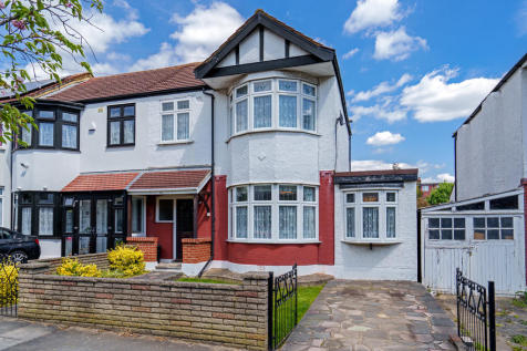 Ridgeway Gardens, Redbridge. 3 bedroom end of terrace house for sale