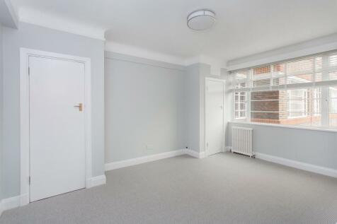 Balham High Road, Balham, SW17. Studio flat