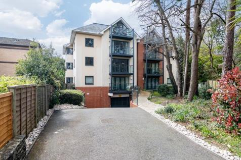 The Pines, 16a Madeira Road, Bournemouth. 2 bedroom flat