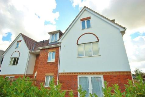Wimborne Road East, Ferndown,. 2 bedroom flat