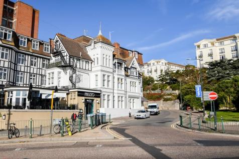 30 Hinton Road, Bournemouth,. 2 bedroom flat